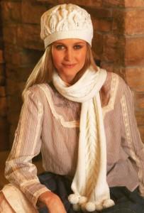 шапка и шарф с косами